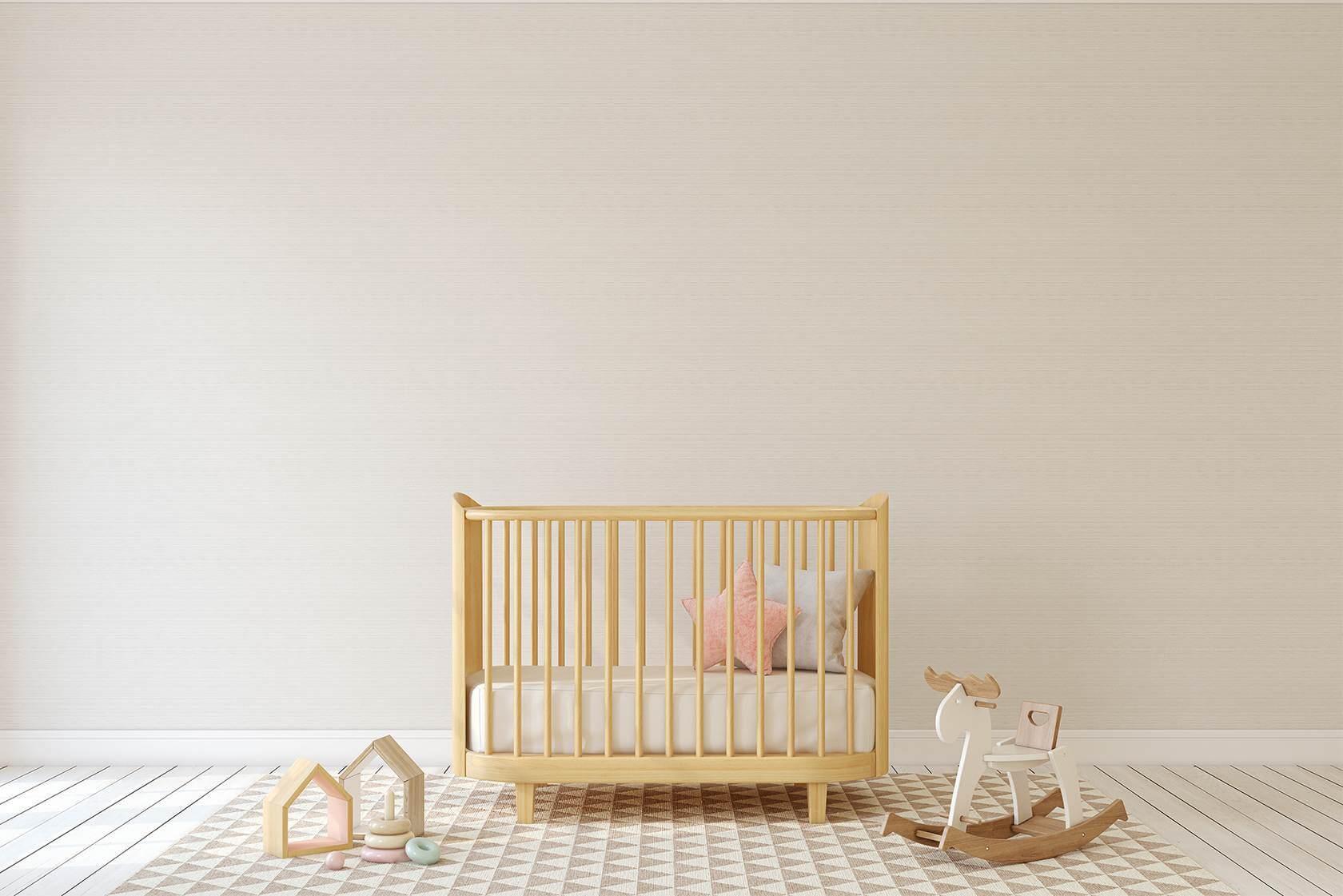 Babymett Beistellbett im Kinderzimmer mit Spielzeugen
